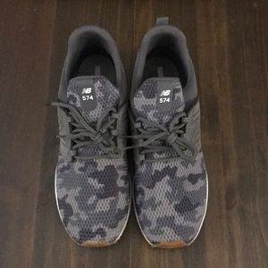 Men's New Balance tennis shoes. Size 10.5. EUC